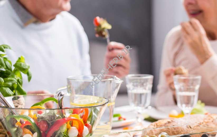 تغذیه سالمندان : نکات مهمی که نمی دانستید!